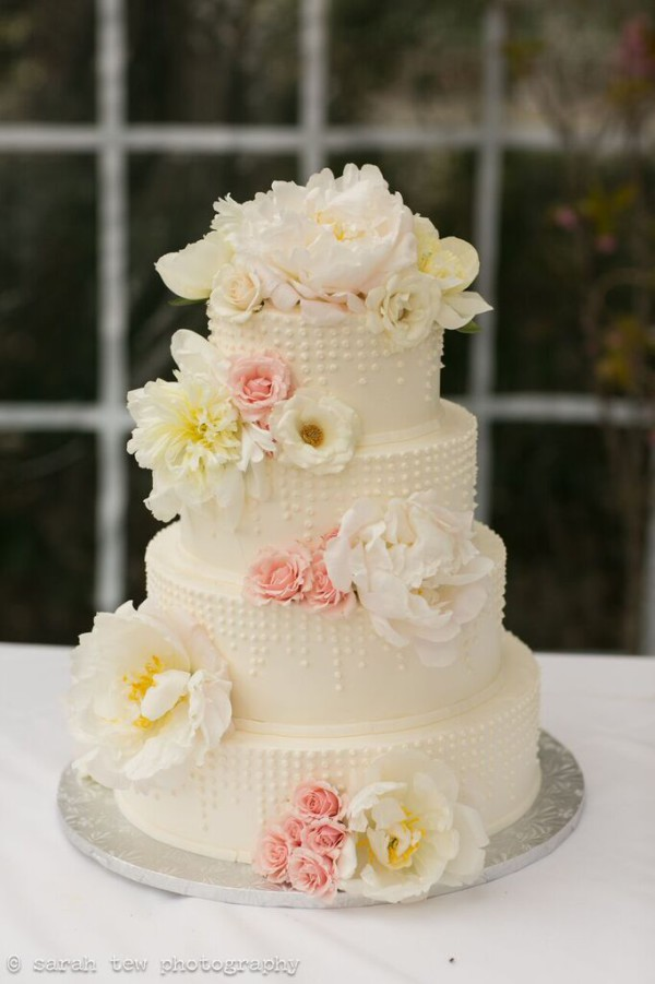 New Leaf Cafe wedding NYC, wedding cake with fresh flowers, Rachel Cho Floral Design