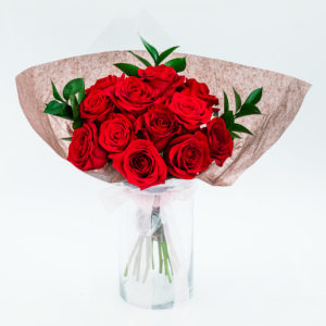 red roses bouquet as flower ideas for first date